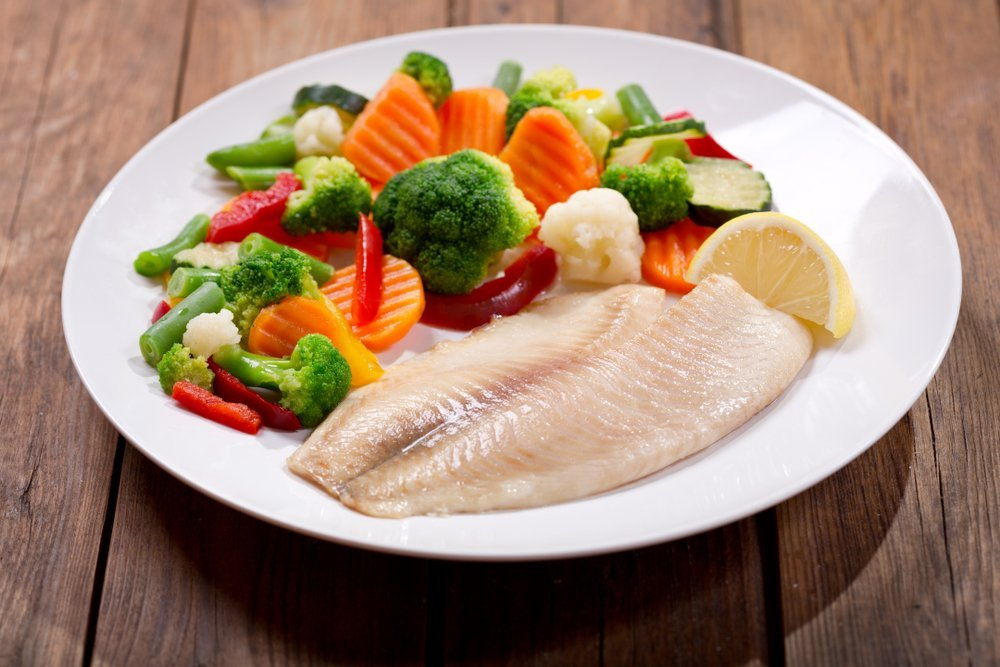 Baked tilapia with a side of vegetables and lemon