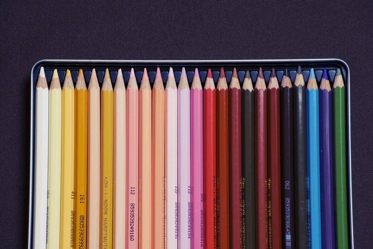 pencil-crayon-rainbow