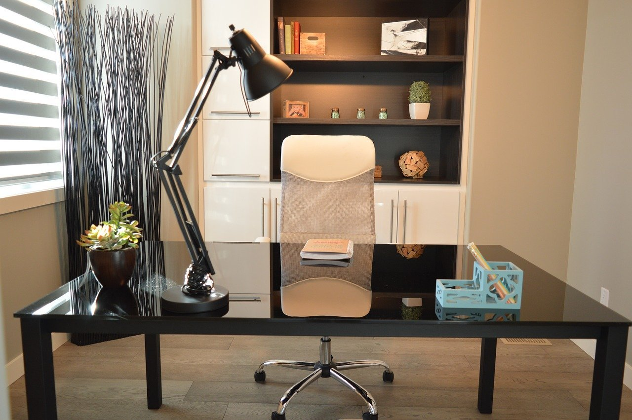 5 Versatile Office Desks for the Flexible Workplace