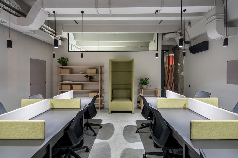 Flexible hot desking layout in office space