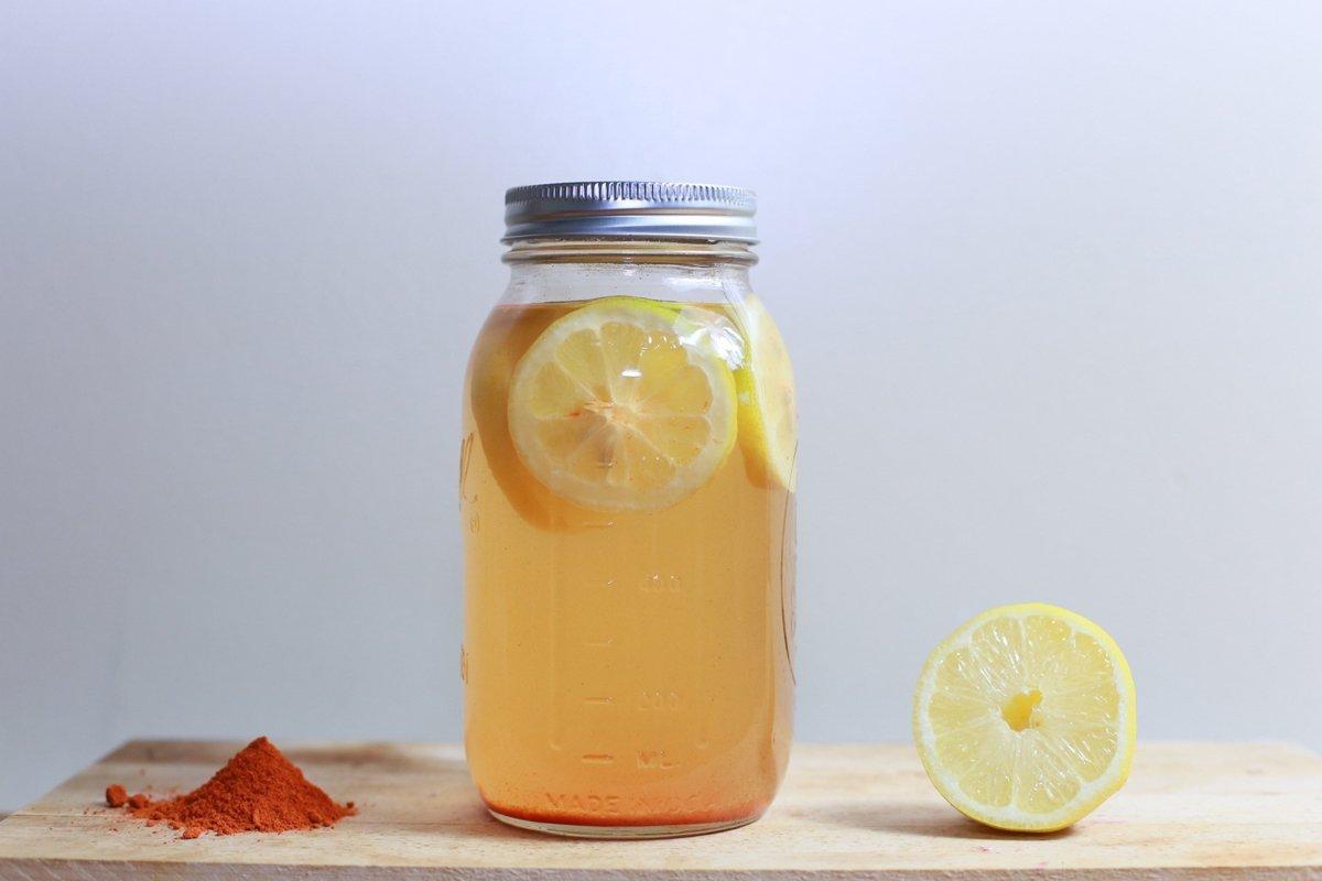 jar of juice and sliced lemon