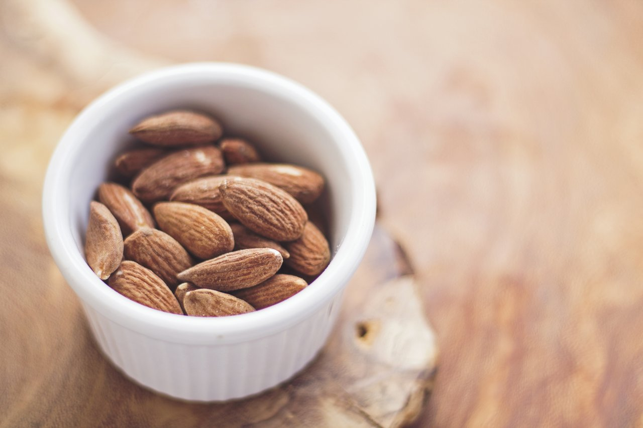almonds calcium-rich foods