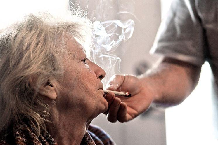 Weed Helps ALS Patient Outlive Her Own Doctors