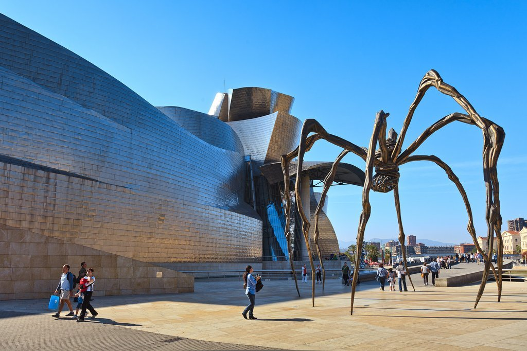 Maman sculpture Louise Bourgeois