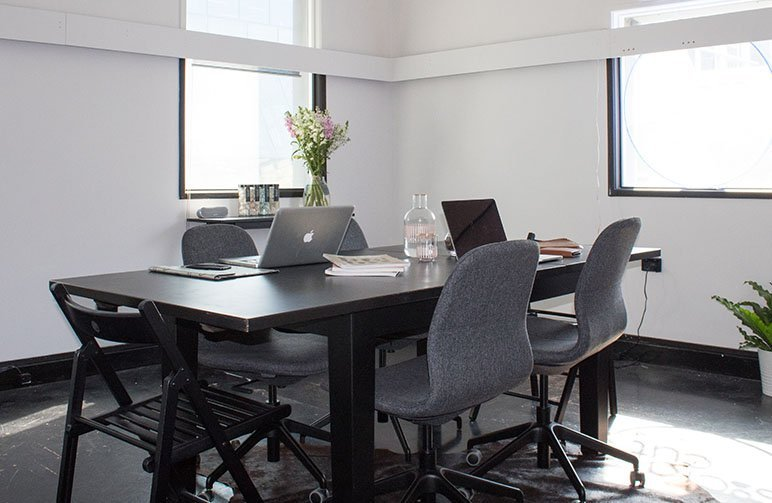 Reserve meeting rooms with booking software