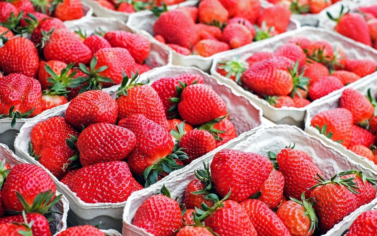 nutritional benefits strawberries fruit