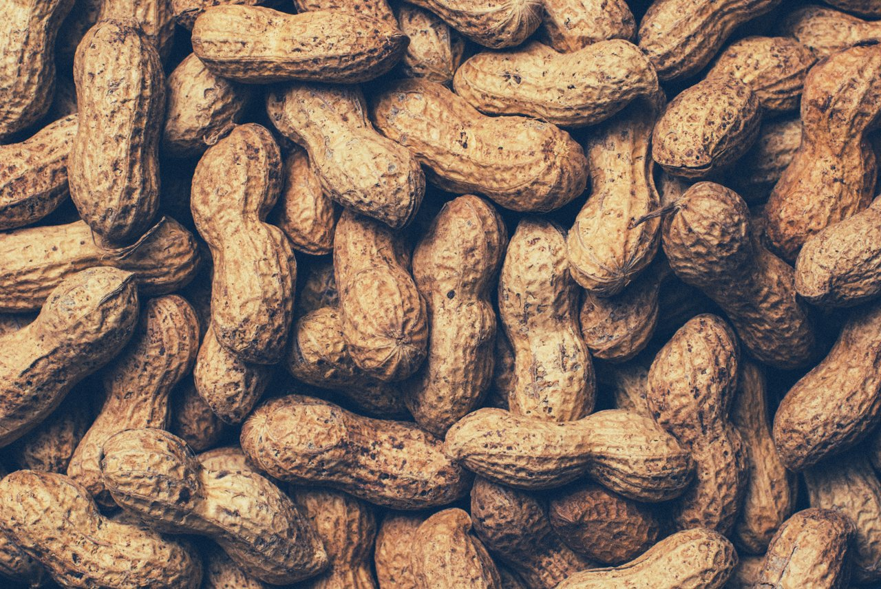 peanut food healthy hair