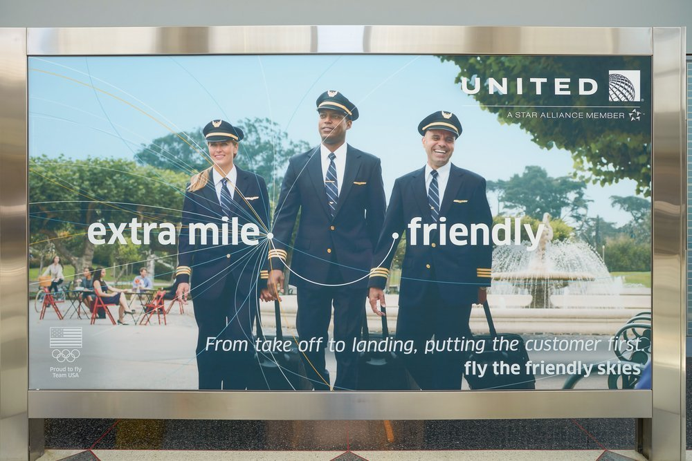 United Airlines promoting good customer service